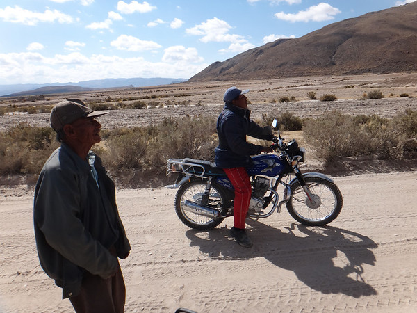 These fellas stopped to warn us about the deep sand stretches, with broken Spanish, a bit of Quechua, and lots of hand gestures
