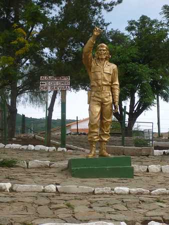 Che statue in the park in La Higuera.