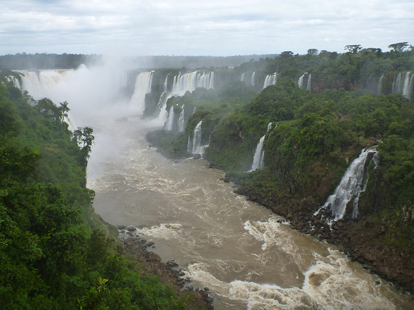 looking upriver towards the main section of the falls  (Foz do Iguassu)