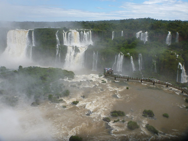 overview with a walkway on the Brazilian side  (Foz do Iguassu)