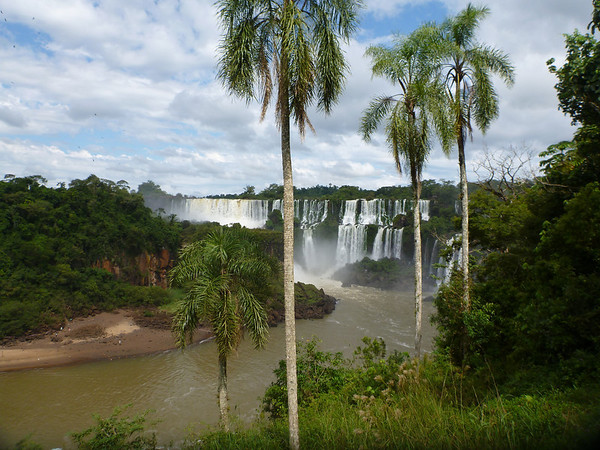 a beautiful day at the falls  (Cataratas de Iguazú)