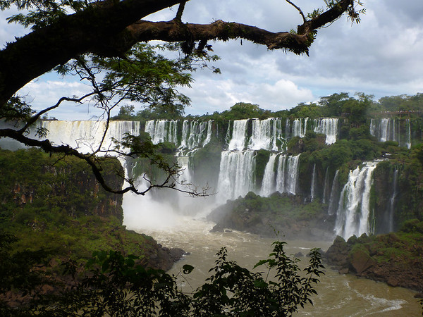 some of the span of the Argentine side  (Cataratas de Iguazú)