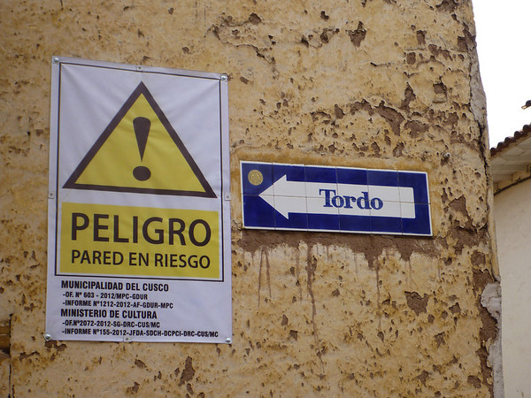 Dangerous - wall at risk in Cusco
