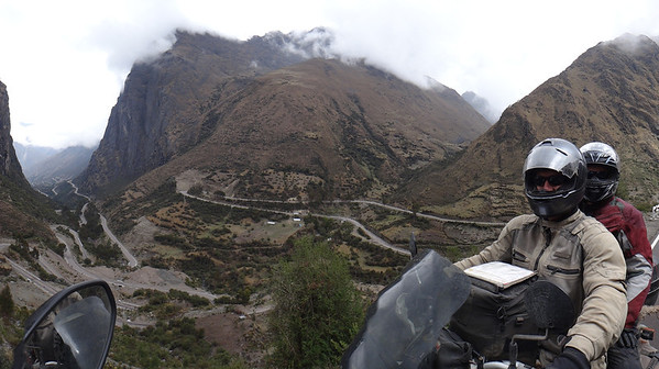Winding road to the 14000+ ft summit of Abra Malaga, between Cusco and Sta Teresa