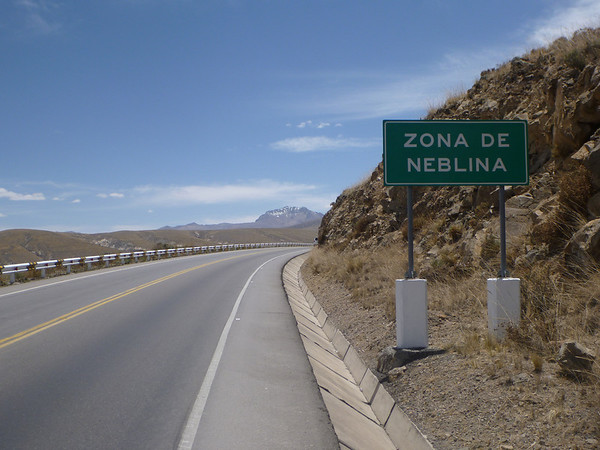 Zona de neblina = fog area.  It's so nice to see those signs when they aren't accurate (outside of Arequipa)